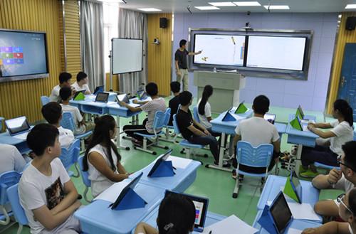 """学生们正在""""未来教室""""上课 图片来源:琅琊区宣传部"""